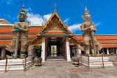 Démons thaïs debout dans le grand palais, bangkok — Photo