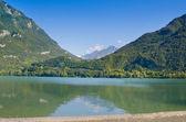 Beautiful mountain lake — Stock Photo