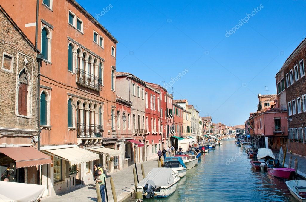 Venice - canal with boats and shops on the street — Stock Photo #8297072