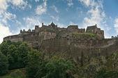 Château d'édimbourg en écosse un jour clair et ensoleillé — Photo