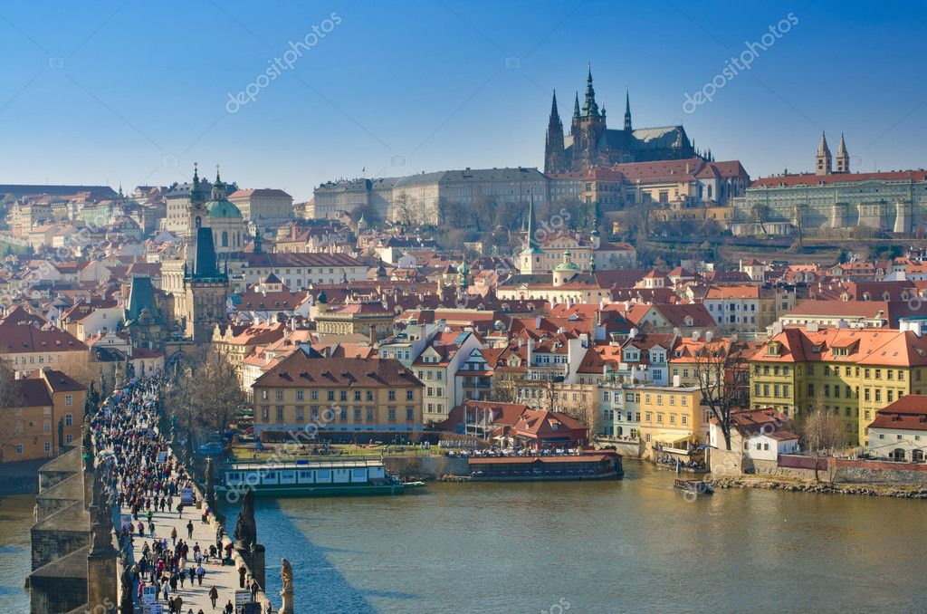 Charles Bridge and Prague Castle, view from the Charles Bridge tower, Czech Republic — Stock Photo #8334004