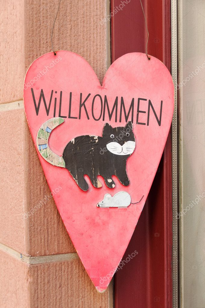 Welcome sign with funny animals on it on a German door - heart shaped with cat and mouse — Stock Photo #8334712