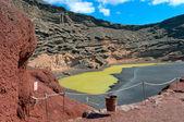 Green Lagoon in volcanic landscape, El Golfo, Lanzarote, Canary Islands, Sp — Stock Photo