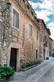 Mittelalterliche straße in peratallada, spanien — Stockfoto