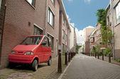 小小的车停在 sadewalk,阿姆斯特丹 — 图库照片