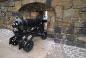 Edinburgh castle üzerinde büyük yenilenmiş cannon — Stok fotoğraf