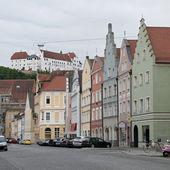 ランツフート (landshut) 通り、ドイツでカラフルな家 — ストック写真