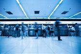 Pasajeros en la estación de metro de beijing — Foto de Stock