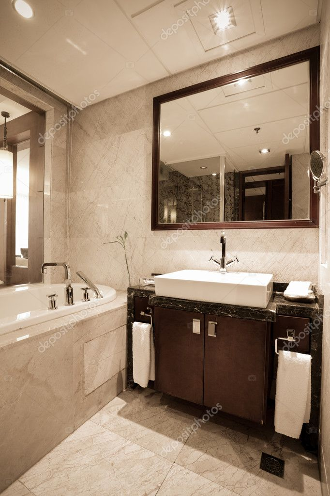 Modern hotel bathroom with bathtub, washbasin, mirror — Stock Photo #8756244