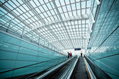 Moving escalator in modern airport hall — Stockfoto