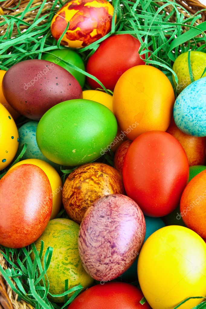 Colorful dyed Easter eggs placed in a wooden basket — Stock Photo #10033428