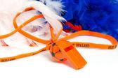Flauta laranja em forma de bola de futebol com acessórios para holandês — Foto Stock