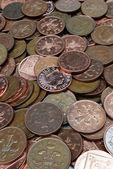 сваи монет, изолированных в белом — Стоковое фото