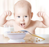 Happy baby meal: cereal and milk. Concept: healthy food makes ch — 图库照片