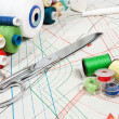 Sewing background, metal scissors, multicolor threads — Stockfoto
