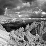 View over Passo Gardena in the Dolomiti - black and white — Stock Photo