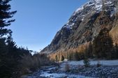 Mountain landscape with river in Val Roseg, Switzerland — Foto Stock