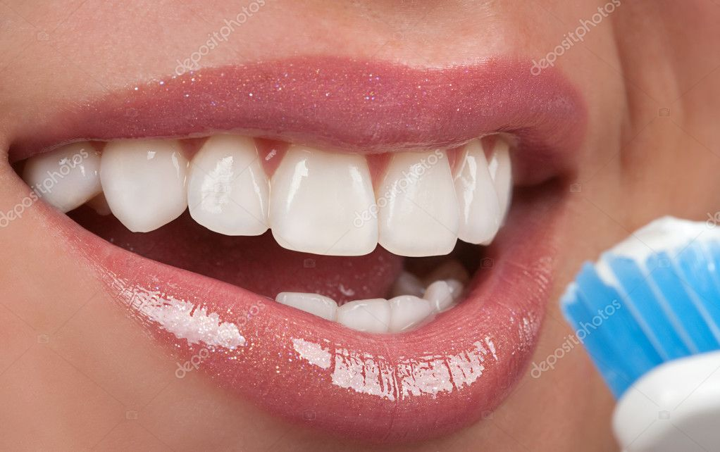 Brushing teeth — Stock Photo #9036619