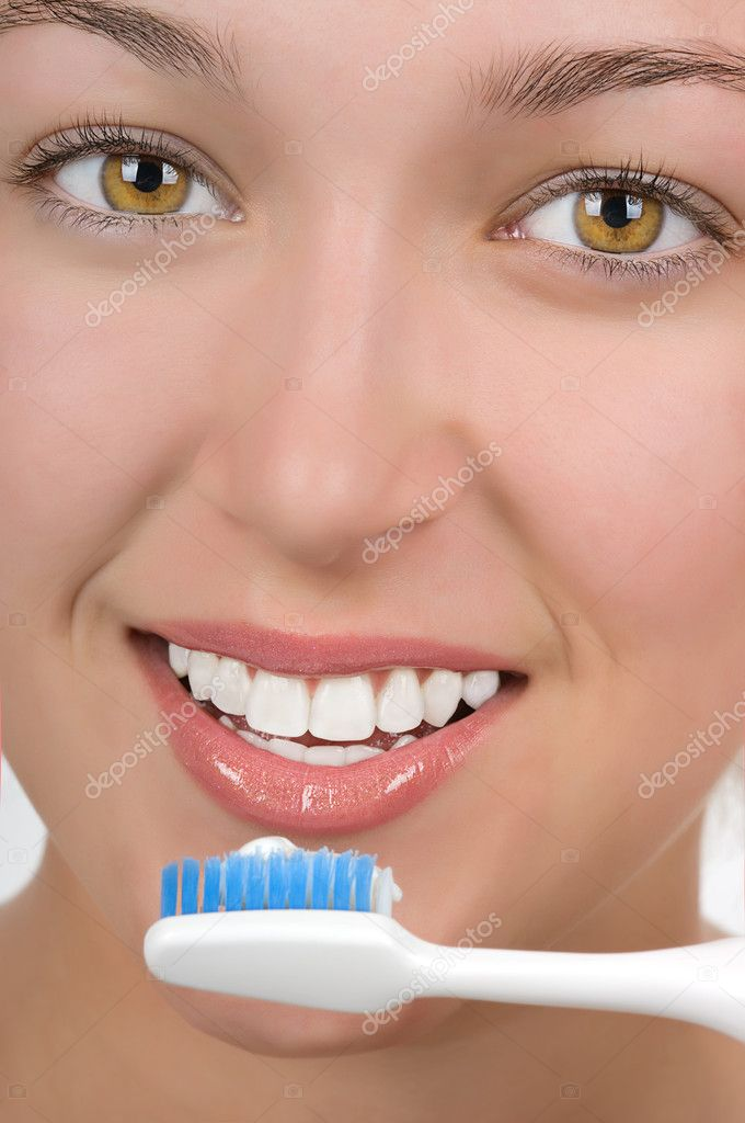 Teenage girl with beautiful white teetn brushing her teeth — Stock Photo #9277970