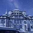 Yeni cammii mosque at night — Stock Photo