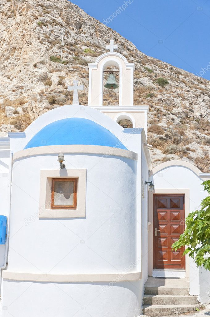 One of the many blue domed churches that adorn the greek island of santorini. — Stock Photo #9560383