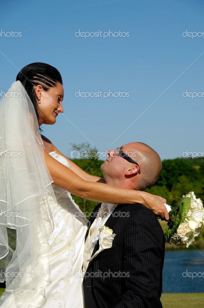 Bride and groom looking at each other — Stock Photo #8309139
