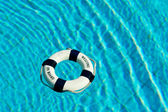 Life buoy floating in swimming pool — Stockfoto