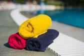 Towels at swimming pool — Stock Photo