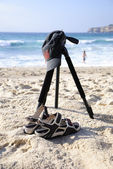Tripod with cap and sandals (Capture 1) — Stock Photo