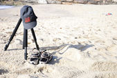Tripod with cap and sandals (Capture 2) — Stock Photo