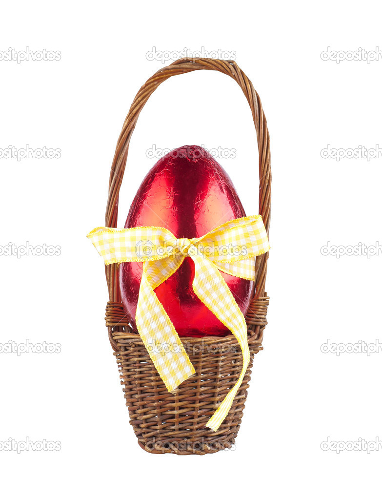 The red chocolate egg in the basket — Stock Photo #9178458