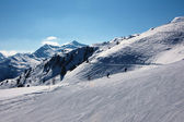 Skiers on ski slopes — Foto Stock