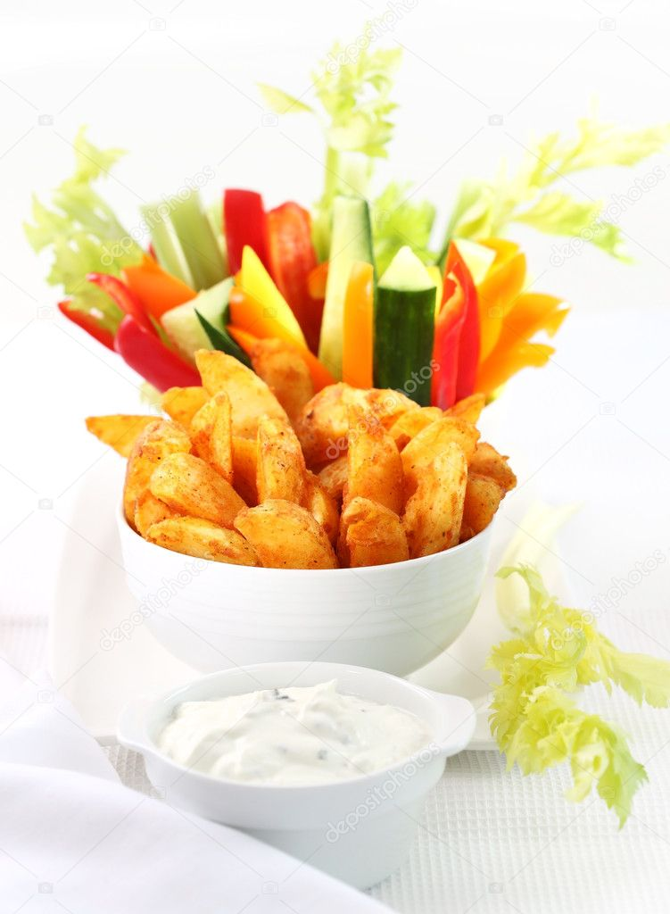 Raw vegetable and wedges with cream cheese dip — Stock Photo #8497820