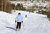 Narciarz alpejski — Zdjęcie stockowe