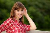 Attraente giovane donna — Foto Stock