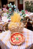 Italská restaurace - pizza a těstoviny — Stock fotografie