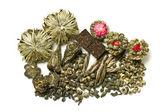 çeşitli kuru yapraklar yeşil çay — Stok fotoğraf