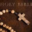Wooden rosary on the Bible — Lizenzfreies Foto