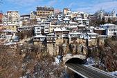 Starego miasta w wielkim tyrnowie nad rzekę jantra — Zdjęcie stockowe
