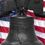 otantik liberty bell, philadelphia, pa izole heykeli — Stok fotoğraf