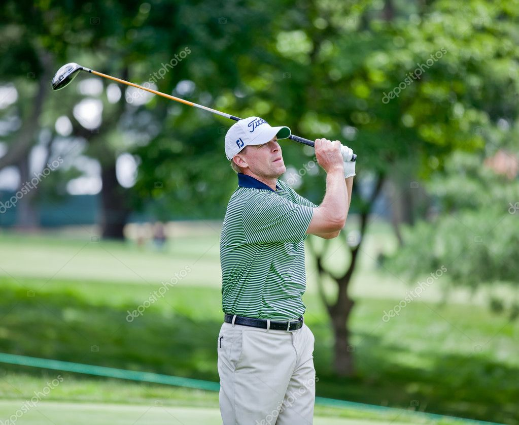 BETHESDA, MD - JUNE 14: Steve Stricker hits a shot at Congressional during the 2011 US Open on June 15, 2011 in Bethesda, MD. — Stock Photo #9112522