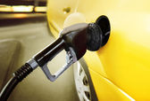 Carro em posto de gasolina — Foto Stock
