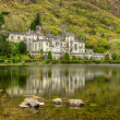 Stock fotografie: Kylemore Abbey in Connemarmountains