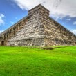 Kukulkpyramid in Chichen Itza — Stock Photo #10486252