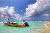 Yellow boat on the coast of Caribbean Sea — Stock Photo
