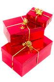 красный подарочные коробки с золотой лентой — Стоковое фото