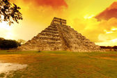 Kukulkan pyramid in Chichen Itza at sunset — Stock Photo