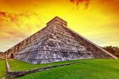 Kukulkan pyramid in Chichen Itza at sunset — Stock Photo