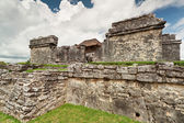 Ruins of palace temple in Tulum — Stock Photo