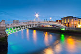 The ha penny bridge in Dublin — Stock Photo